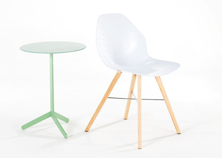 Zinnia High Table and Unica chair